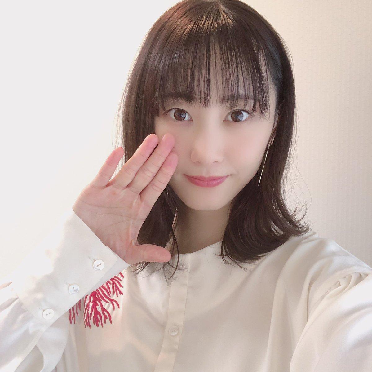 松井玲奈の衣装