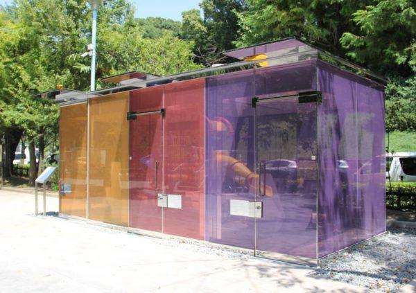 渋谷の話題の透けるトイレ